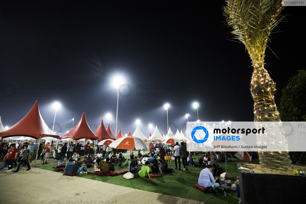 Fans and atmosphere at Formula One World Championship, Rd3, Bahrain Grand Prix Practice, Bahrain International Circuit, Sakhir, Bahrain, Friday 14 April 2017. BEST IMAGE