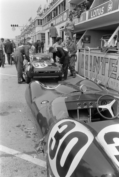 Alan Stacey / Keith Greene's Team Lotus Engineering, Lotus Mk 17-Coventry Climax FWC, and Graham Hill / Derek Jolly's Team Lotus Engineering, Lotus Mk 15-Coventry Climax FPF, in the pits.