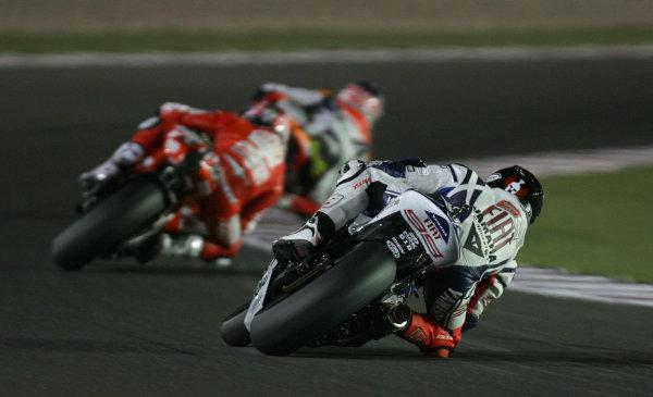 Losail International Circuit, Qatar.Round 1. 9th - 11th April 2010.Jorge Lorenzo Fiat Yamaha Team closes in on a podium.World Copyright: Martin Heath/LAT Photographicref: Digital Image SE5K6653