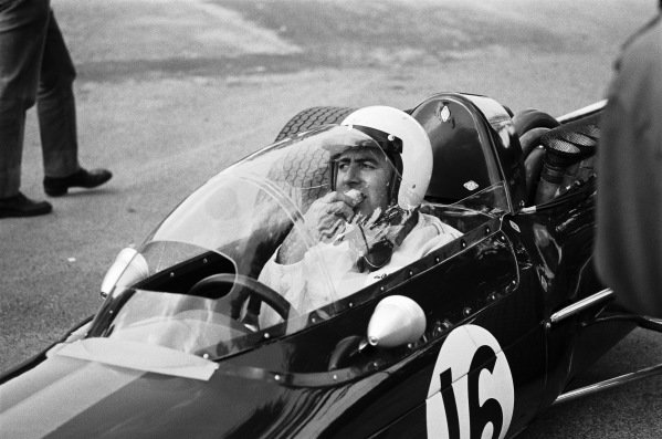 Jack Brabham, Brabham BT24 Repco, experimenting with a new screen.