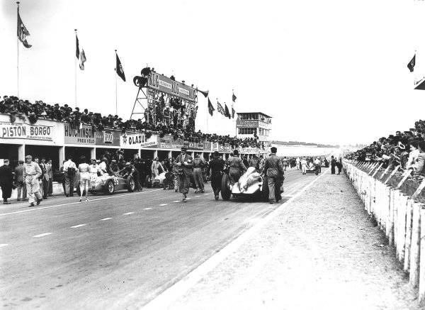 Reims-Gueux, France.9 July 1939.Georg Meier's Auto Union D-typ is pushed onto the grid. The Lago-Talbot T26C os Rene Le Begue (number 36) and Raymond Mays are worked on in the pits.Ref-Autocar C17853.World Copyright - LAT Photographic