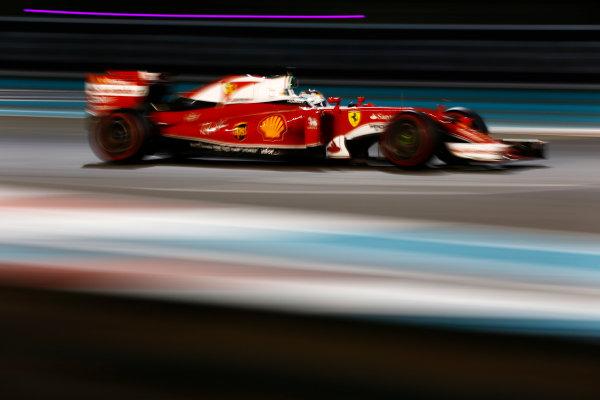 Yas Marina Circuit, Abu Dhabi, United Arab Emirates. Sunday 27 November 2016. Sebastian Vettel, Ferrari SF16-H. World Copyright: Zak Mauger/LAT Photographic ref: Digital Image _X0W9472