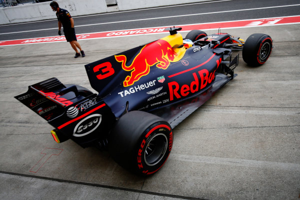 Suzuka Circuit, Japan. Friday 06 October 2017. Daniel Ricciardo, Red Bull Racing RB13 TAG Heuer, leaves the pits. World Copyright: Andy Hone/LAT Images  ref: Digital Image _ONZ1351