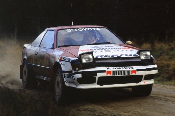 1990 World Rally Championship.Lombard RAC Rally, Great Britain. 25-28 November 1990.Carlos Sainz/Luis Moya (Toyota Celica GT4), 1st position.World Copyright: LAT PhotographicRef: 35mm transparency 90RALLY05