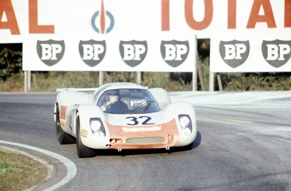 1968 Le Mans 24 hours. Le Mans, France. 28-29 September 1968. Gerhard Mitter/Vic Elford (Porsche 908), retired. World Copyright: LAT Photographic Ref: 68LM23