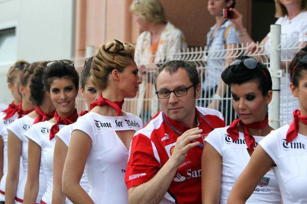 Stefano Domenicali (ITA) Ferrari General Director with grid girls. Formula One World Championship, Rd6, Monaco Grand Prix, Race Day, Monte-Carlo, Monaco, Sunday 27 May 2012.