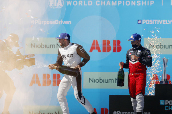 Edoardo Mortara (CHE), Venturi Racing, 1st position, and Pascal Wehrlein (DEU), Tag Heuer Porsche, 2nd position, on the podium with Champagne