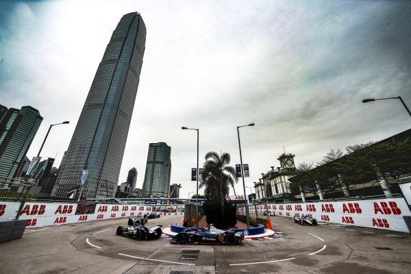 Sébastien Buemi (CHE), Nissan e.Dam, Nissan IMO1 leads Robin Frijns (NLD), Envision Virgin Racing, Audi e-tron FE05 and Oliver Rowland (GBR), Nissan e.Dams, Nissan IMO1