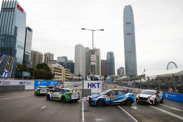Cacá Bueno (BRA), Jaguar Brazil Racing leads Darryl O'Young (HKG), Jaguar VIP car and Yaqi Zhang (CHI), Team China