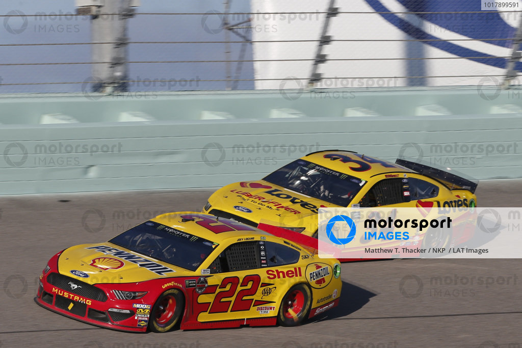 #22: Joey Logano, Team Penske, Ford Mustang Shell Pennzoil #34: Michael McDowell, Front Row Motorsports, Ford Mustang Love's Travel Stops