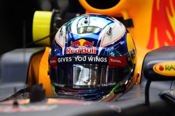 Daniel Ricciardo (AUS) Red Bull Racing RB12 at Formula One World Championship, Rd2, Bahrain Grand Prix Race, Bahrain International Circuit, Sakhir, Bahrain, Sunday 3 April 2016.
