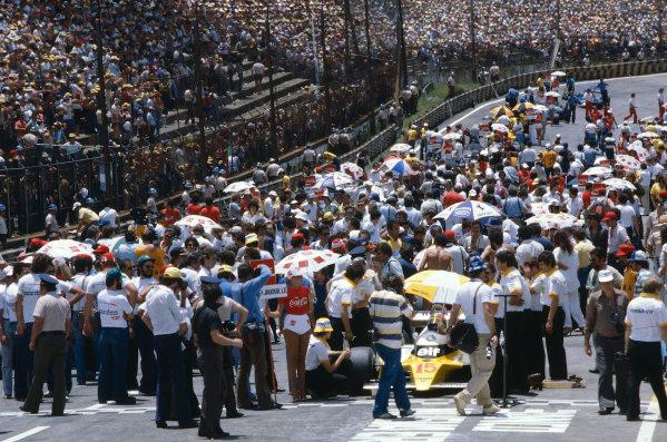 1980 Brazilian Grand Prix.Interlagos, Sao Paulo, Brazil.25-27 January 1980.A packed grid before the Grand Prix gets underway.Ref-80 BRA 19.World Copyright - LAT Photographic