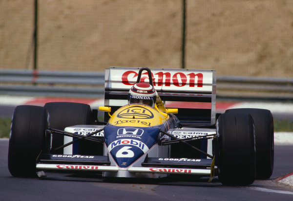 1986 Hungarian Grand Prix.Hungaroring, Budapest, Hungary.8-10 August 1986.Nelson Piquet (Williams FW11 Honda) 1st position.Ref-86 HUN 35.World Copyright - LAT Photographic