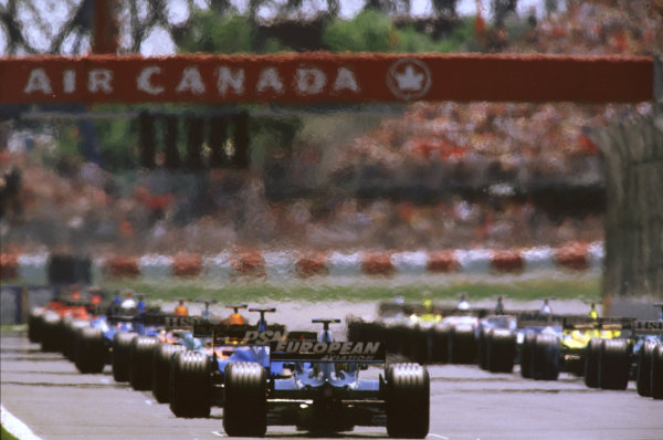 2001 Canadian Grand PrixMontreal, Canada. 8th-10th June 2001The grid forms as the light prepare to turn red and start the race.World Copyright: LAT Photographicref: 35mm Image A02