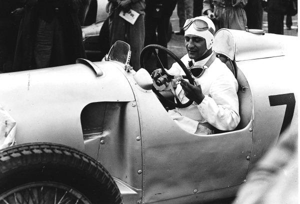 Donington Park, Great Britain.2 October 1937.Hermann Muller (Auto Union C-typ), 4th position.Ref-Autocar C12984.World Copyright - LAT Photographic