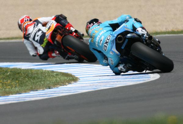 Jerez,Spain.1st - 3rd May 2009.Chris Vermeulen Rizla Suzuki chases Andrea Dovizioso Repsol Honda TeamWorld Copyright: Martin Heath/LAT Photographic.ref: BPI_Moto 815q