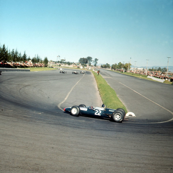 Mexico City, Mexico.22-24 October 1965.Bob Bondurant (Lotus 33 BRM).Ref-3/1876.World Copyright - LAT Photographic