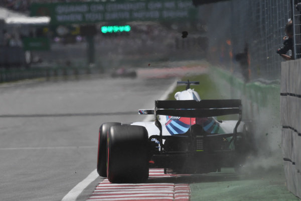 Lance Stroll (CDN) Williams FW41 hits Champions Wall in FP1