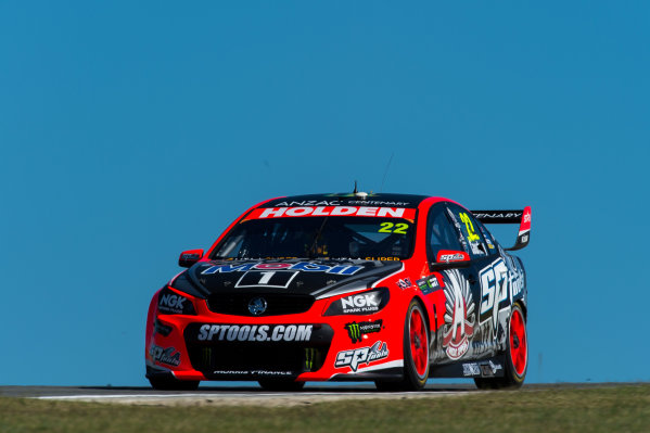 2015 V8 Supercars Round 3. Perth Super Sprint, Barbagallo Raceway, Western Australia, Australia. Friday 1st May - Sunday 3rd May 2015. James Courtney drives the #22 Holden Racing Team Holden VF Commodore  World Copyright: Daniel Kalisz/LAT Photographic Ref: Digital Image V8SC15_PERTHR3_DKIMG0576.JPG