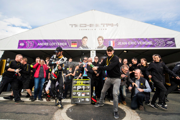 Jean Eric Vergne (FRA), TECHEETAH, Renault Z.E. 17. celebrates his win with his team