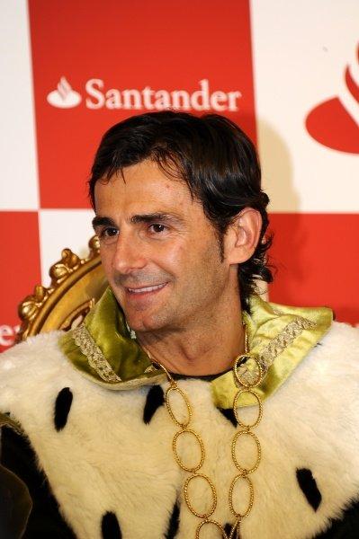 Pedro De la Rosa (ESP), HRT Formula 1 Team, dressed as a wise man.Santander Christmas Festivities, Madrid, Spain, Monday 19 December 2011. *** Local Caption *** RUBIO