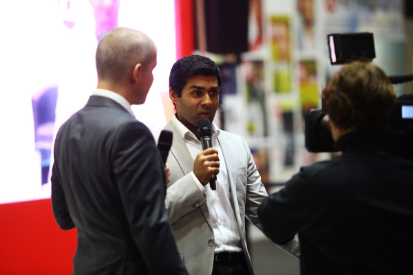 Autosport International Exhibition. National Exhibition Centre, Birmingham, UK. Sunday 14th January 2018. Karun Chandhok talks to Stuart Codling on the F1 Racing stand.World Copyright: Mike Hoyer/JEP/LAT Images Ref: MDH10262