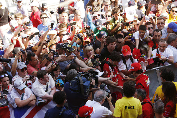 Circuit de Catalunya, Barcelona, Spain. Thursday 8 May 2014. Fernando Alonso, Ferrari, signs autographs for fans. World Copyright: Andrew Ferraro/LAT Photographic. ref: Digital Image _FER6476
