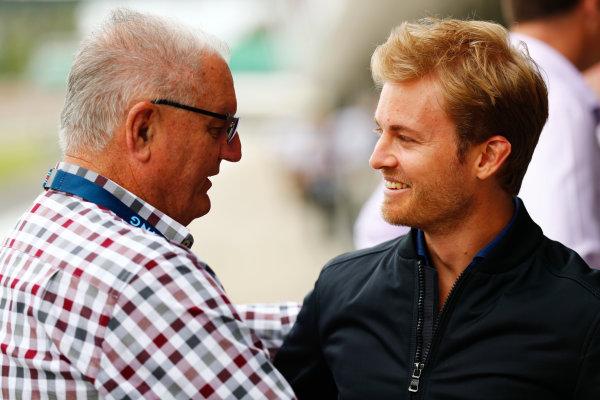 Williams 40 Event Silverstone, Northants, UK Friday 2 June 2017. Nico Rosberg talks to Alan Webber, father of Mark. World Copyright: Sam Bloxham/LAT Images ref: Digital Image _J6I6749
