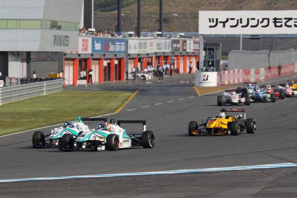 Motegi, Japan. 11th - 12th 2013. Rd 2. Race 3 - Start of the race, action World Copyright: Yasushi Ishihara/LAT Photographic Ref: 2013JF3_Rd5_02