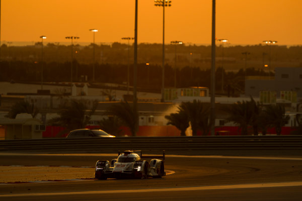 2015 FIA World Endurance Championship Bahrain 6-Hours Bahrain International Circuit, Bahrain Saturday 21 November 2015. Marcel F?ssler, Andr? Lotterer, Beno?t Tr?luyer (#7 LMP1 Audi Sport Team Joest Audi R18 e-tron quattro). World Copyright: Sam Bloxham/LAT Photographic ref: Digital Image _G7C1759
