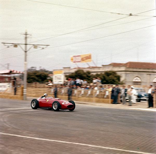 1960 Portuguese Grand Prix.Porto, Portugal.12-14 August 1960.Phil Hill (Ferrari Dino 246).Ref-187.World Copyright - LAT Photographic