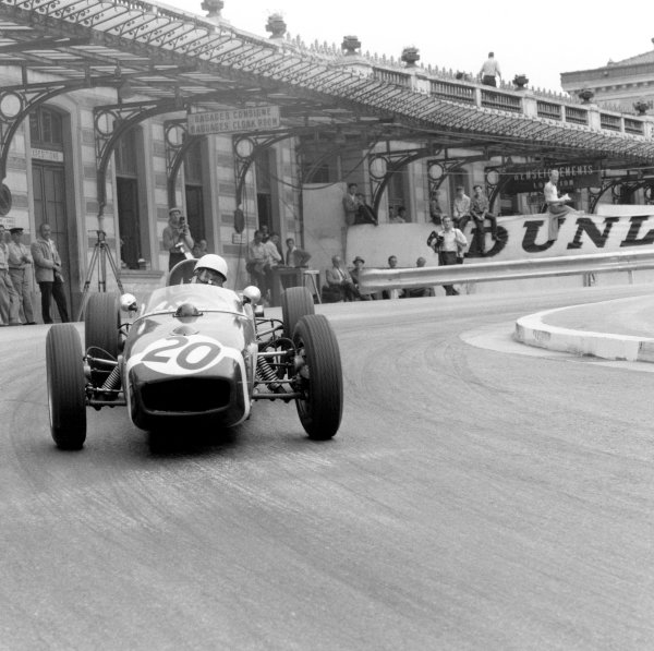 1961 Monaco Grand Prix.Monte Carlo. 14 May 1961.Stirling Moss (Lotus 18-Climax), 1st position.Ref-8663.World Copyright: LAT Photographic