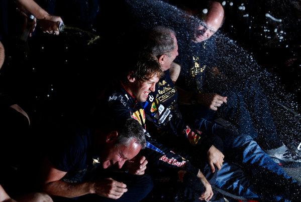 Yas Marina Circuit, Abu Dhabi, United Arab Emirates14th November 2010.Sebastian Vettel, Red Bull Racing RB6 Renault, 1st position, and the Red Bull team celebrates victory. Portrait. World Steven Tee/LAT Photographic ref: Digital Image _A8C8060