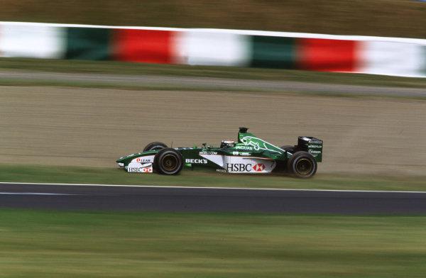 Suzuka, Japan.6-8 October 2000.Eddie Irvine (Jaguar R1) 8th position.World copyright - LAT Photographic