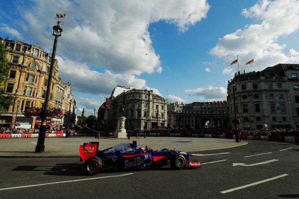 London, United Kingdom.  Wednesday 12 July 2017. Carlos Sainz Jr, Toro Rosso STR12 Renault. World Copyright: Mauger/LAT Images  ref: Digital Image _56I5959