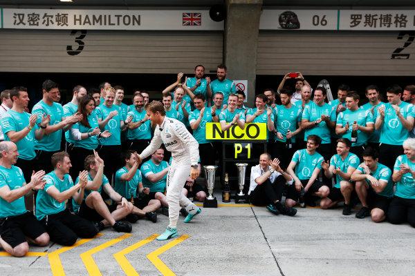 Shanghai International Circuit, Shanghai, China. Sunday 17 April 2016. Nico Rosberg, Mercedes AMG, 1st Position, celebrates with his team. World Copyright: Sam Bloxham/LAT Photographic ref: Digital Image _R6T1758
