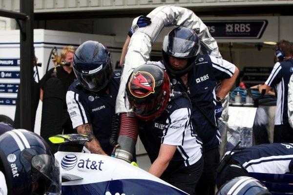 Williams practice pit stops. Formula One World Championship, Rd 8, British Grand Prix, Preparations, Silverstone, England, Thursday 18 June 2009.