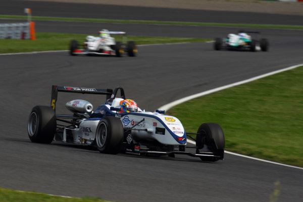 2011 Japanese Formula Three ChampionshipRound 1 - Suzuka, Japan.14th - 15th May 2011.Winner Hideki Yamauchi ( #5 HANASHIMA RACING ), action.World Copyright: Yasushi Ishihara/LAT Photographicref: Digital Image 2011JF3_R1_003