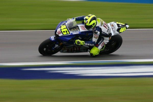2007 Moto GP British Grand Prix.Donington Park, England.22nd-24th June 2007.Valentino Rossi (FIAT Yamaha Team, Yamaha YZR-M1) action.World Copyright: Kevin Wood/LAT Photographicref: Digital Image IMG_4966