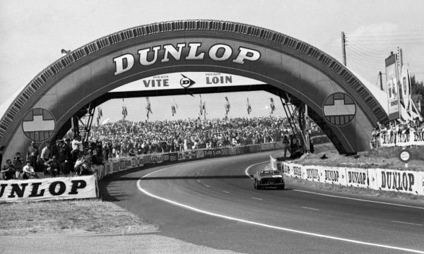 Olivier Gendebien (BEL) / Phil Hill (USA) Ferrari 330 TRI/LM won the race. Le Mans 24 Hours, Le Mans, France, 23-24 June 1962.