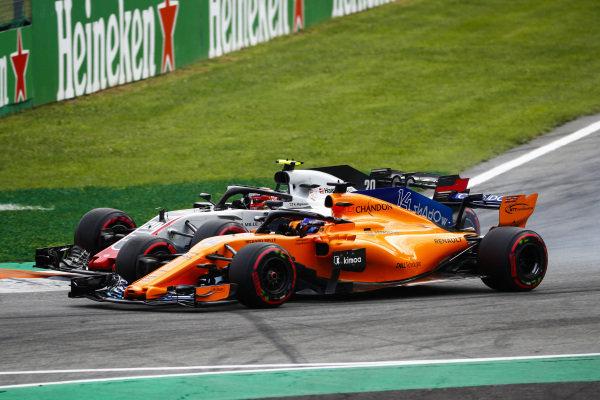 Kevin Magnussen, Haas F1 Team VF-18 Ferrari, and Fernando Alonso, McLaren MCL33 Renault, go wheel-to-wheel.