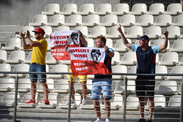 Robert Kubica, Williams fans and banner