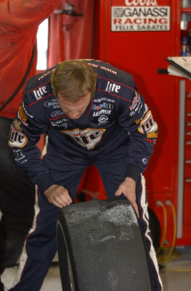 2002 NASCAR,Martinsville Speedway,Virginia,USA,Old Dominion 500, October 18-20, 2002 USA-Rusty Wallace checking tire wear,Copyright-Robt LeSieur2002LAT Photographic