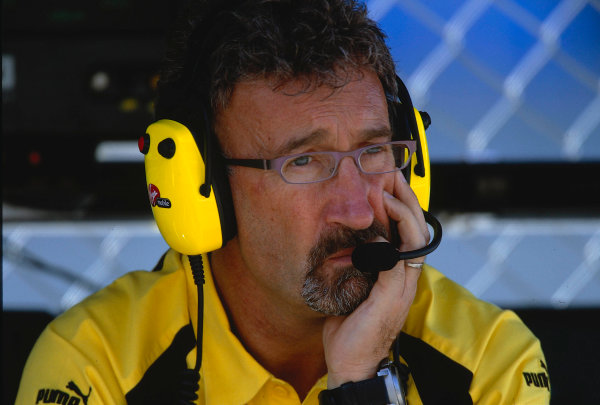 2002 Austrian Grand Prix.A1-Ring, Zeltweg, Austria.10-12 May 2002.Jordan team boss Eddie Jordan contemplates with worry, as he waits on the pit wall for news concerning his driver Sato after a huge accident in the race.Ref-02 AUT 02.World Copyright - LAT Photographic