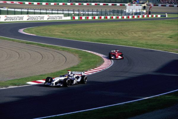 Juan Pablo Montoya, Williams FW26 BMW leads Rubens Barrichello, Ferrari F2004.
