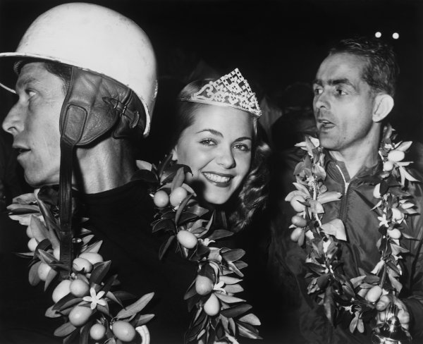 Sebring, Florida, USA. 21st March 1959. Rd 1 Dan Gurney/Chuck Daigh/Phil Hill/Olivier Gendebien (Ferrari 250 TR 59 Fantuzzi Spyder), 1st position, podium. portrait. World Copyright: LAT Photographic Ref: B/W Print