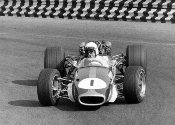 1967 Mexican Grand Prix.Mexico City, Mexico. 22 October 1967.Jack Brabham, Brabham BT24-Repco, 2nd position, action.World Copyright: LAT PhotographicRef: Autosport b&w print