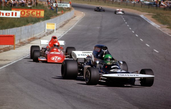 1972 South African Grand Prix.Kyalami, South Africa.2-4 March 1972.Henri Pescarolo leads Niki Lauda (both March 721 Ford).Ref-72 SA 22.World Copyright - LAT Photographic