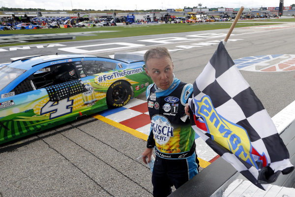 Race winner Kevin Harvick, Stewart-Haas Racing Ford Busch Light For The Farmers, Copyright: Kevin C. Cox/Getty Images.