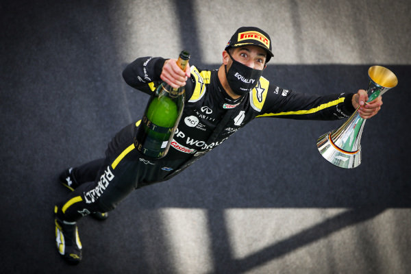 Daniel Ricciardo, Renault F1, 3rd position, with his trophy and Champagne